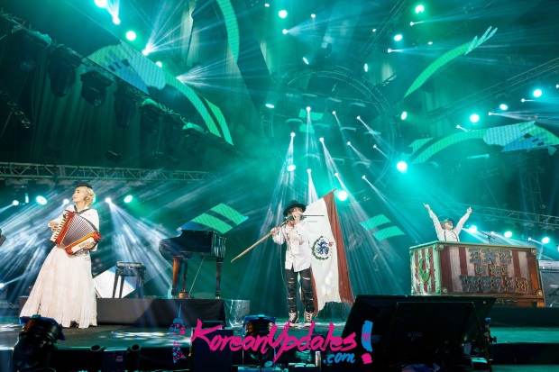 Saori, Fukase and DJ LOVE of SEKAI NO OWARI performing at MTV World Stage Malaysia 2015 on 12 Sep (Credit - MTV Asia & Aloysius Lim)